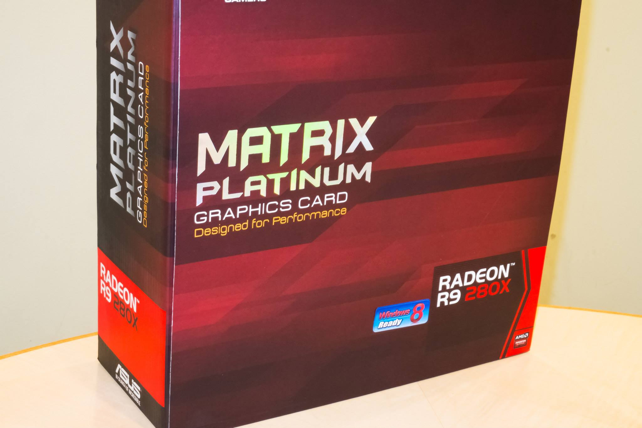 ASUS ROG Matrix R9 280X Platinum in foto