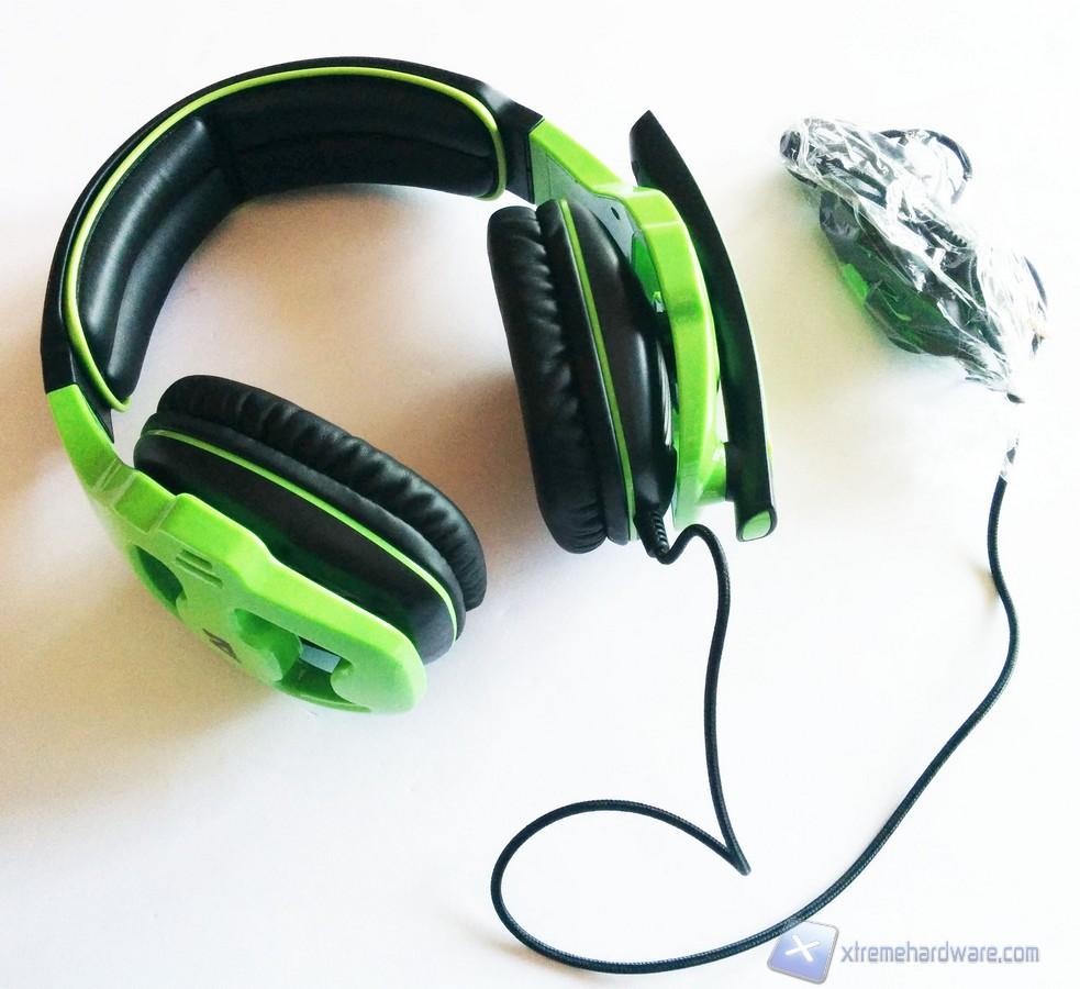 La parte esterna in plastica dei driver presenta delle striature che  impreziosiscono l aspetto dell headset. 2463754dd456