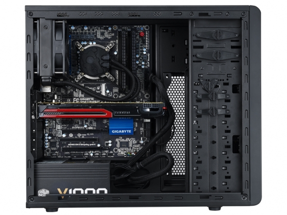 Cooler master n series nuovi case n300 e n500 for Interieur unite centrale