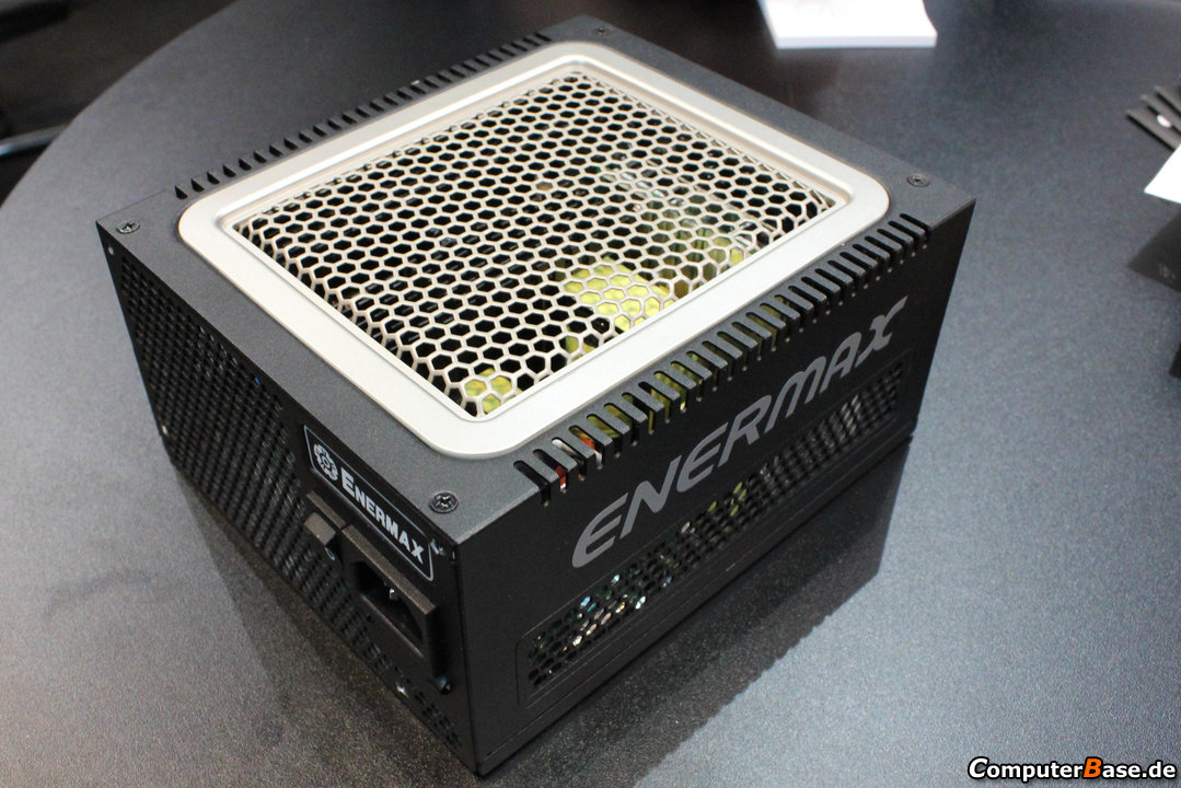 Enermax DigiFanless 550W 01