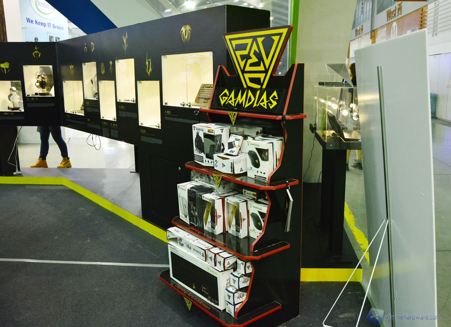 GAMDIAS display stand