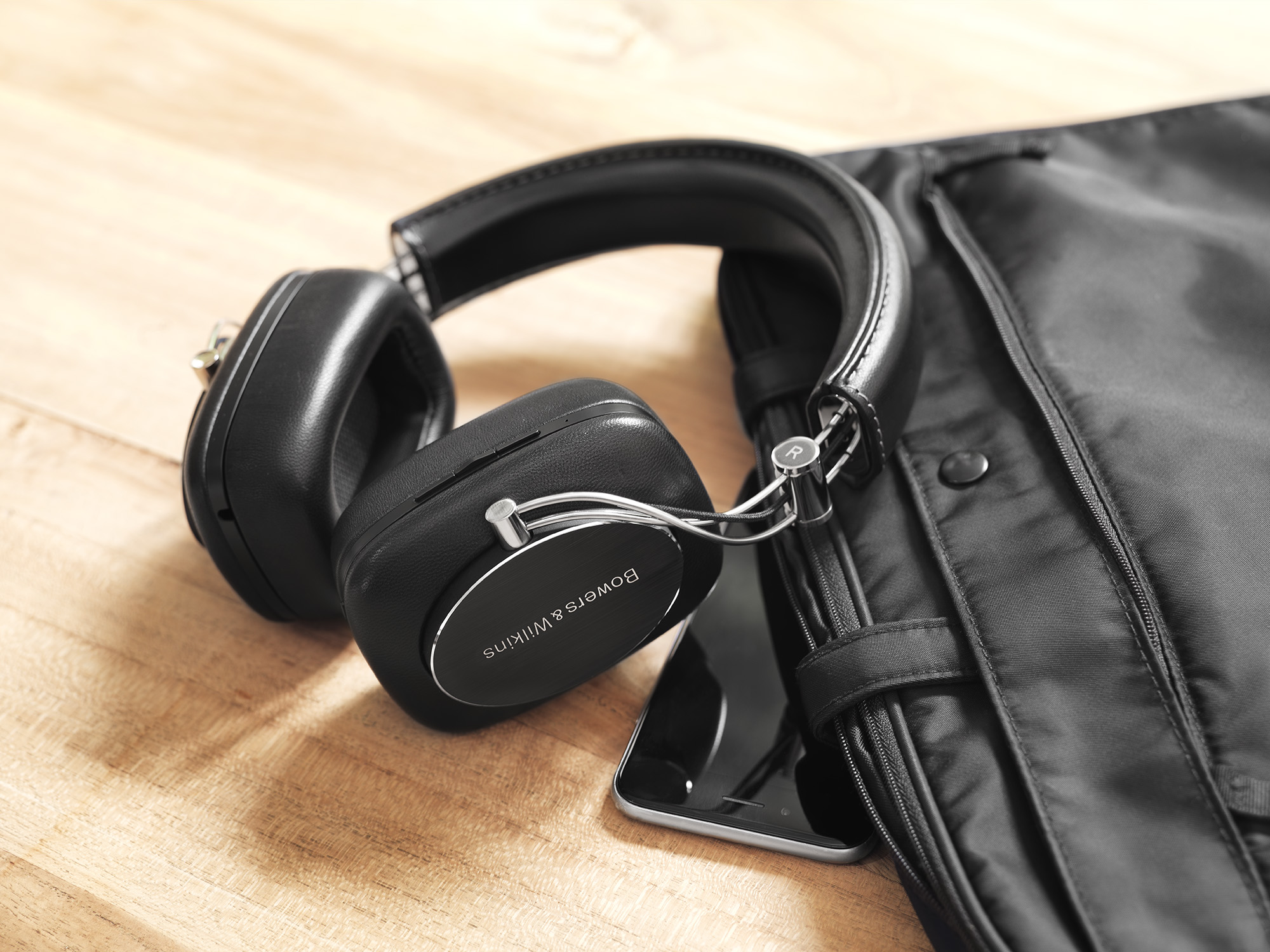 P7 Wireless di Bowers & Wilkins: la nuova cuffia Bluetooth Hi End
